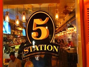 Station 5 Table & Bar