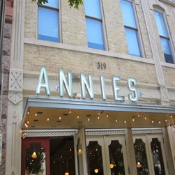Annie's Cafe & Bar