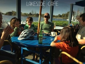 Lakeside Cafe and Restaurant