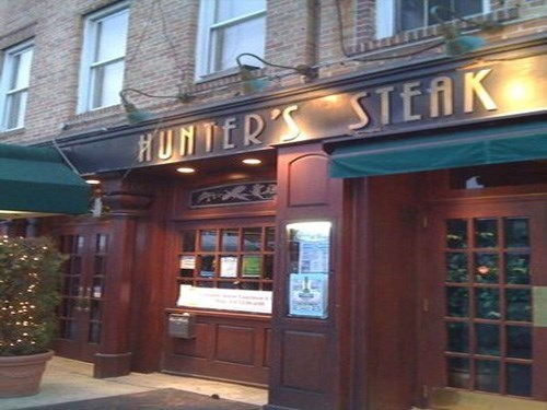 Join The Happy Hour At Hunters Steak Ale House In Brooklyn
